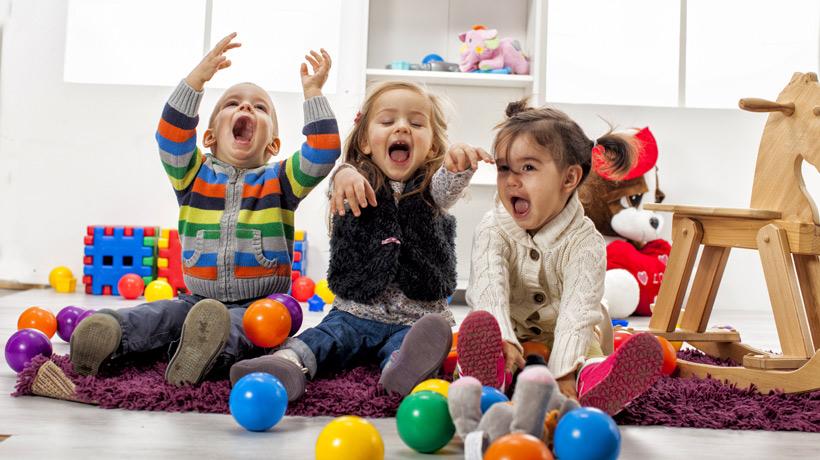 Resultado de imagem para brincando com os filhos em casa