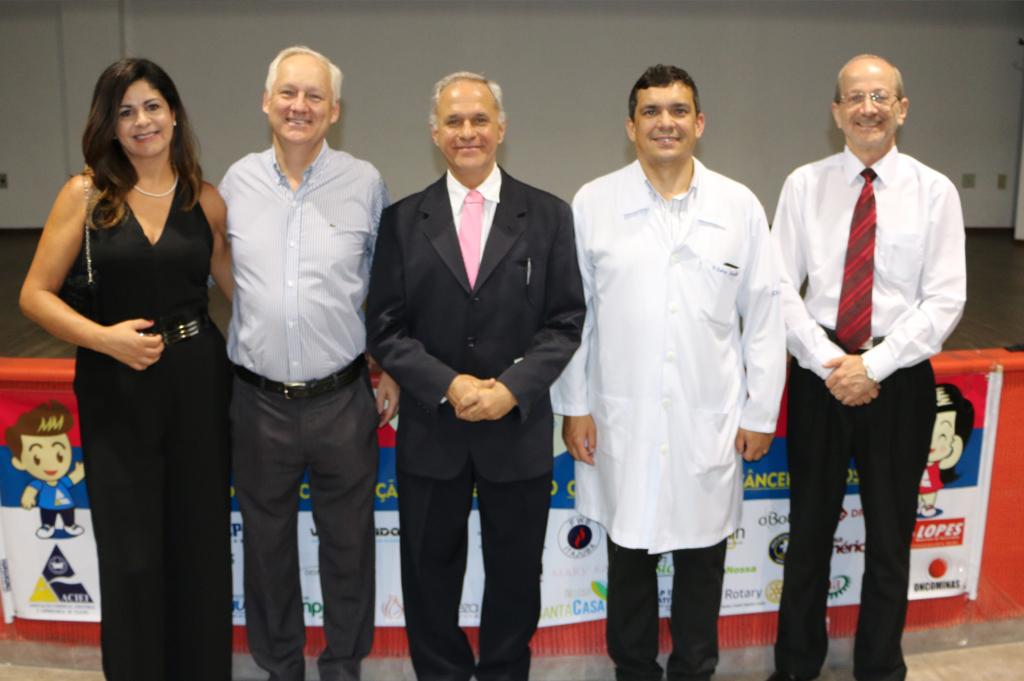 O vice-presidente da ACIEI, prof. Héctor Gustavo Arango, e a esposa Elza Arango; os palestrantes dr. Rodrigo e Dr. Sinézio; e o gerente da ACIEI, José Geraldo Nadur
